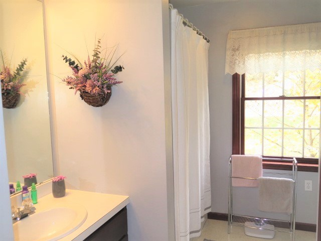 Full Bath With Linen Closet